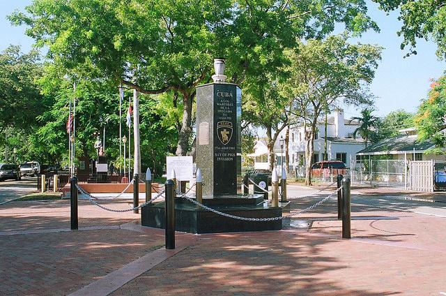 O marco da história do exílio. Bay of Pigs Memorial. Photo credit: Phillip Pessar via Flickr
