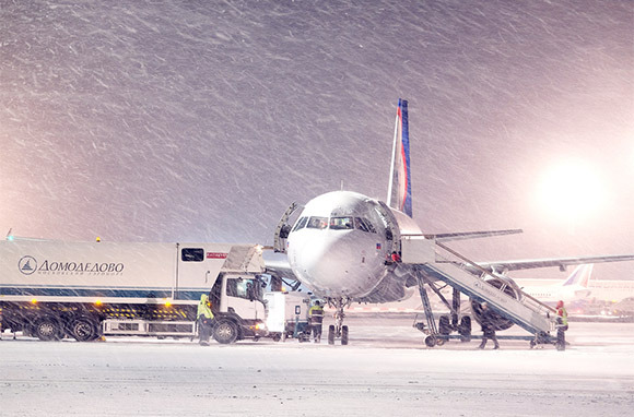 Photo: Snowy Airport via Vereshchagin Dmitry/Shutterstock.com