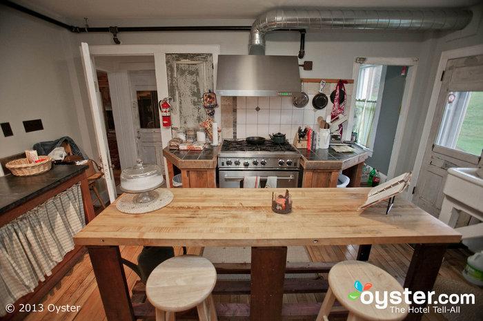 As refeições no Amee são deliciosas, preparadas nesta cozinha adorável e pitoresca.