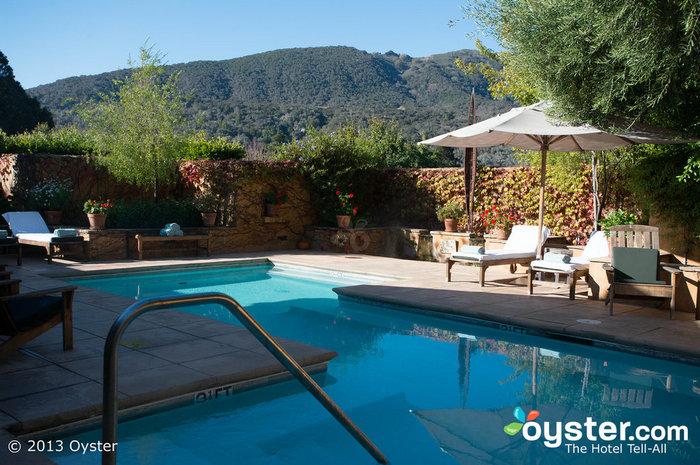 La piscina termale del Bernardus Lodge è il luogo perfetto per rilassarsi durante la vostra luna di miele.