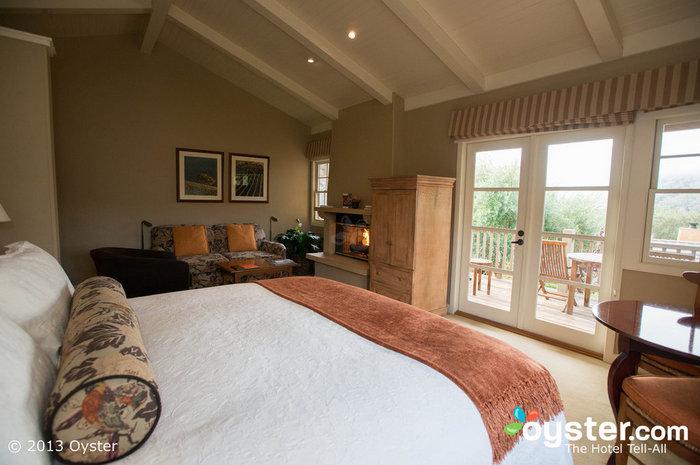 Le lussuose camere dispongono di camini in pietra, ponti privati e letti confortevoli.