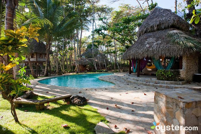 La bella piscina appartata di Natura Cabanas.