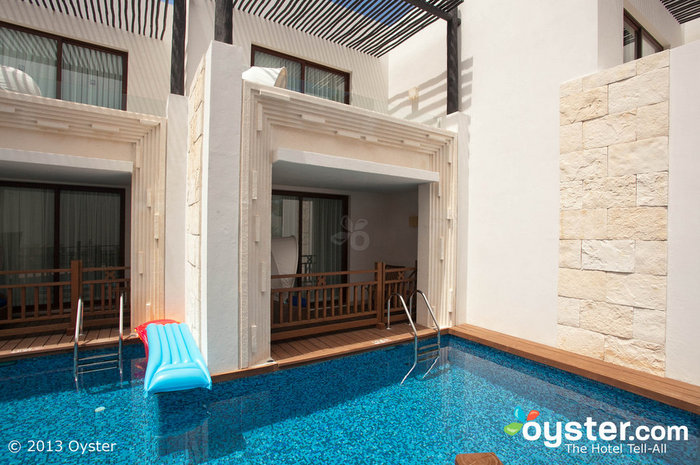 11 Gorgeous Swim-Up Suites You\'ll Totally Fall in Love With | Oyster.com