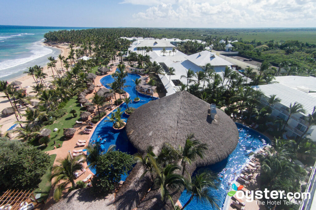 Vista aérea do bar de natação Excellence Punta Cana
