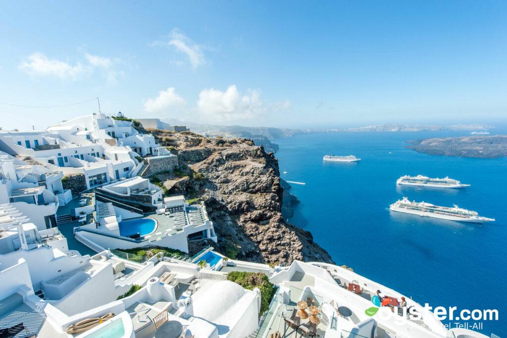 Vista desde Aeolos Studios & Suites en Santorini