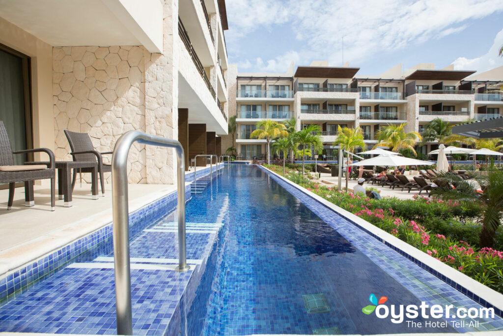 Motivos no Hideaway no Royalton Riviera Cancun / Oyster