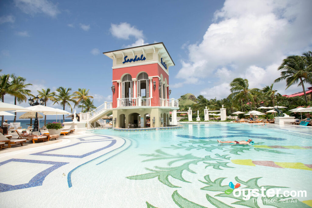 Hauptpool im Sandals Grande St. Lucian Spa & Beach Resort