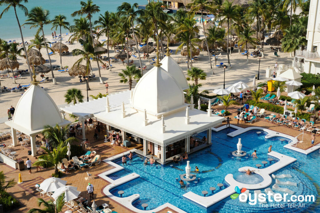 A piscina do Hotel Riu Palace Aruba / Oyster