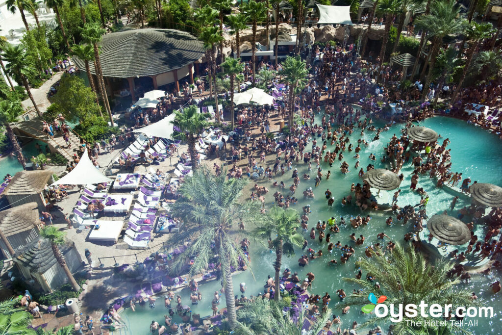 Fiesta de piscina en la rehabilitación del domingo en Hard Rock Hotel and Casino / Oyster