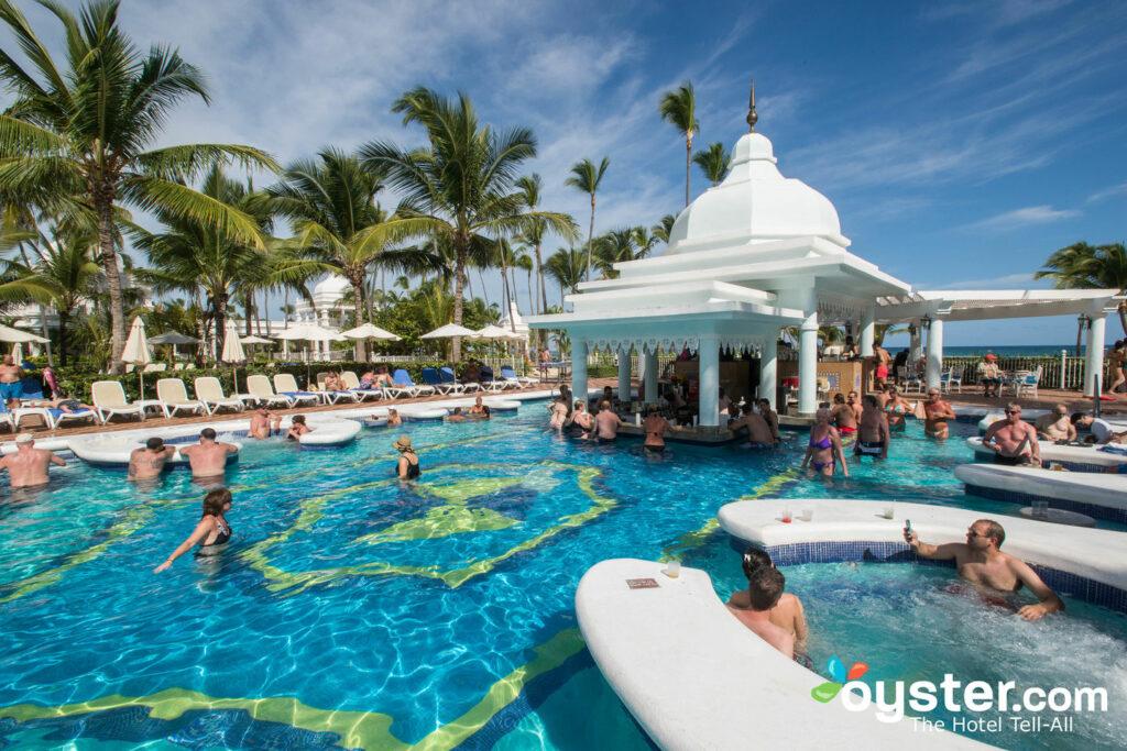 A piscina do Hotel Riu Palace Punta Cana / Oyster