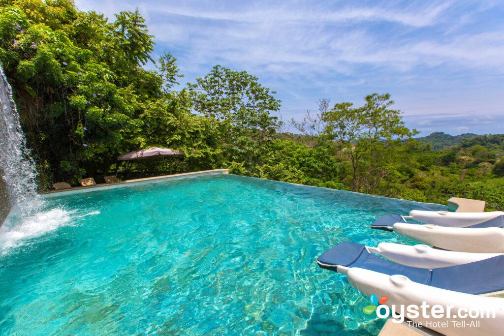 La piscina del Gaia Hotel And Reserve