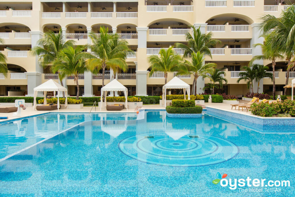 Piscina all'Iberostar Grand Hotel Rose Hall / Oyster