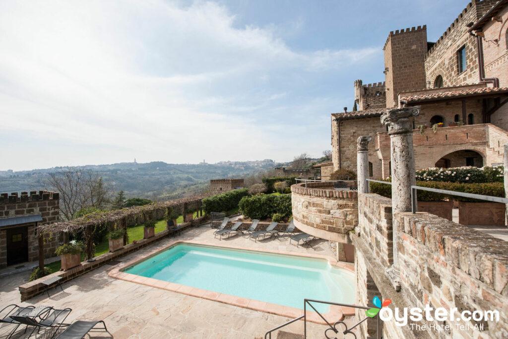 Schwimmbad im Castello di Monterone