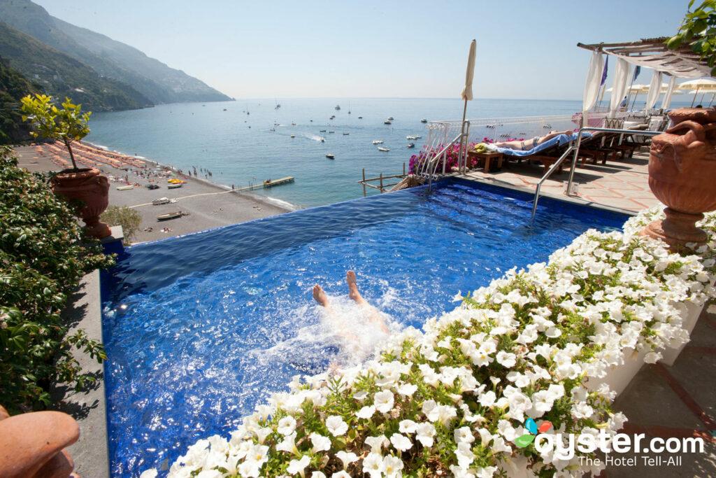 A piscina no Covo Dei Saraceini