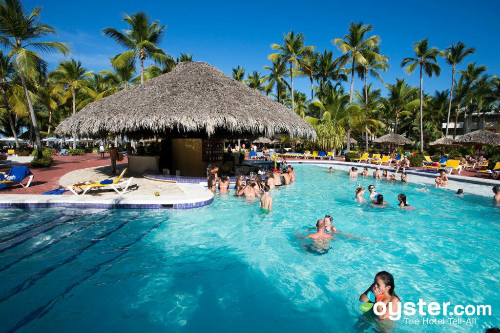 A piscina no Catalonia Bavaro Beach, Casino & Golf Resort / Oyster
