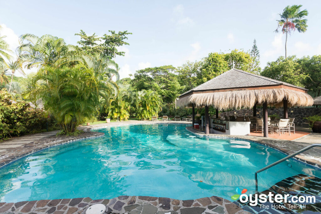 A piscina no East Winds / Oyster