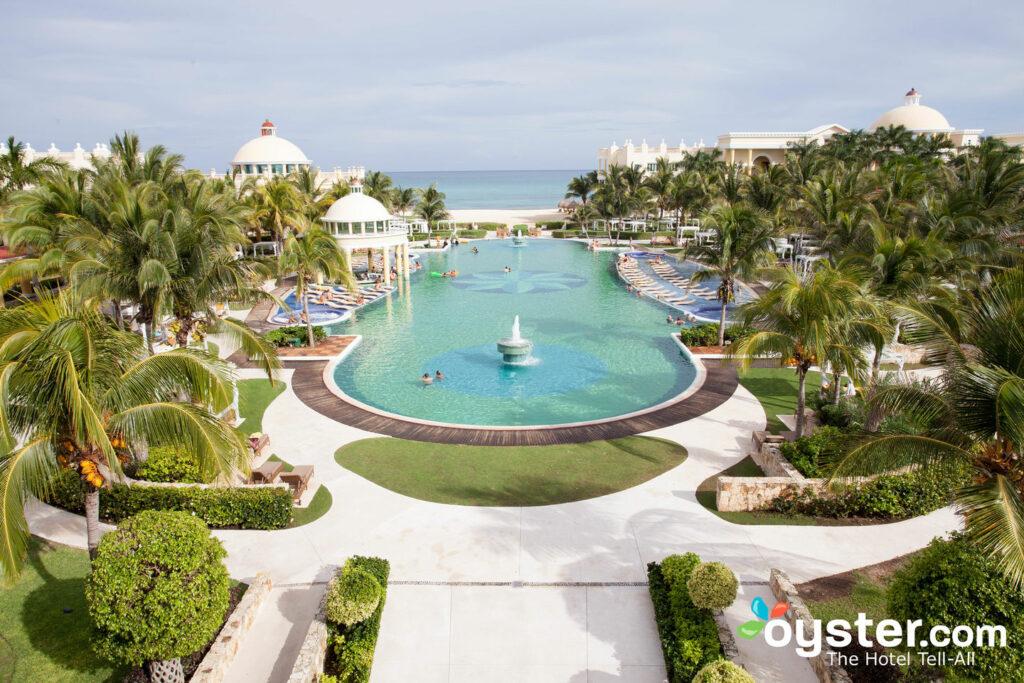 Der Pool im Iberostar Grand Hotel Paraiso / Oyster