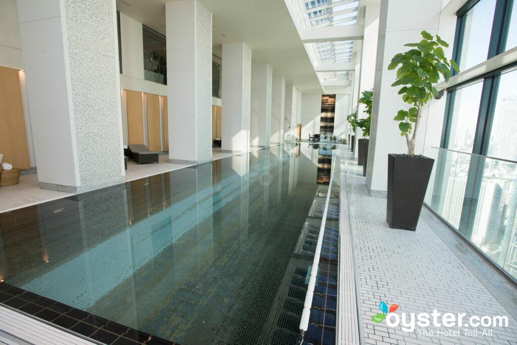 La piscina en el Conrad Tokyo