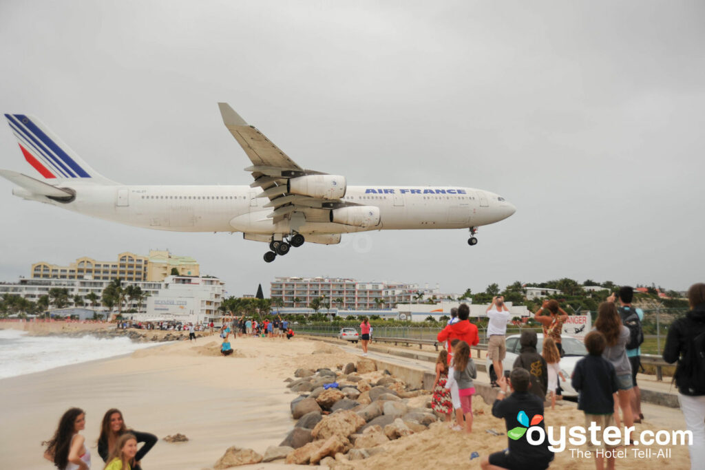 Princess Juliana International Airport, St. Martin/St. Maarten/Oyster