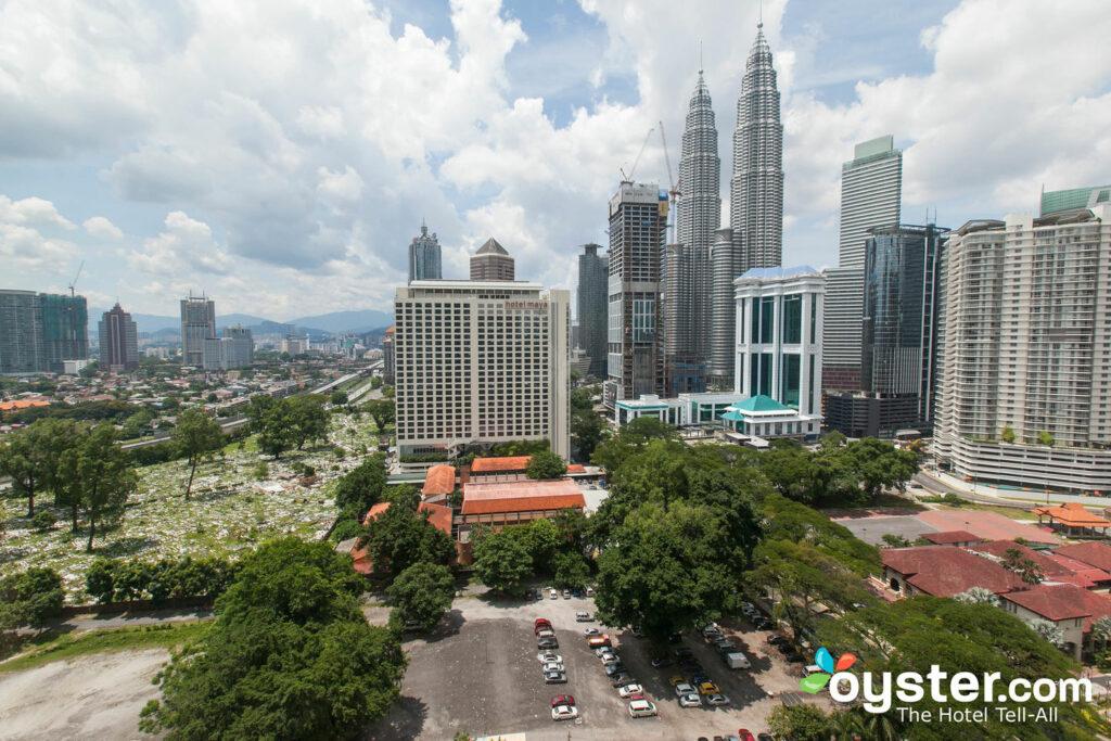 La Chambre Supérieure - Vue sur la Tour au Renaissance Kuala Lumpur Hotel / Oyster