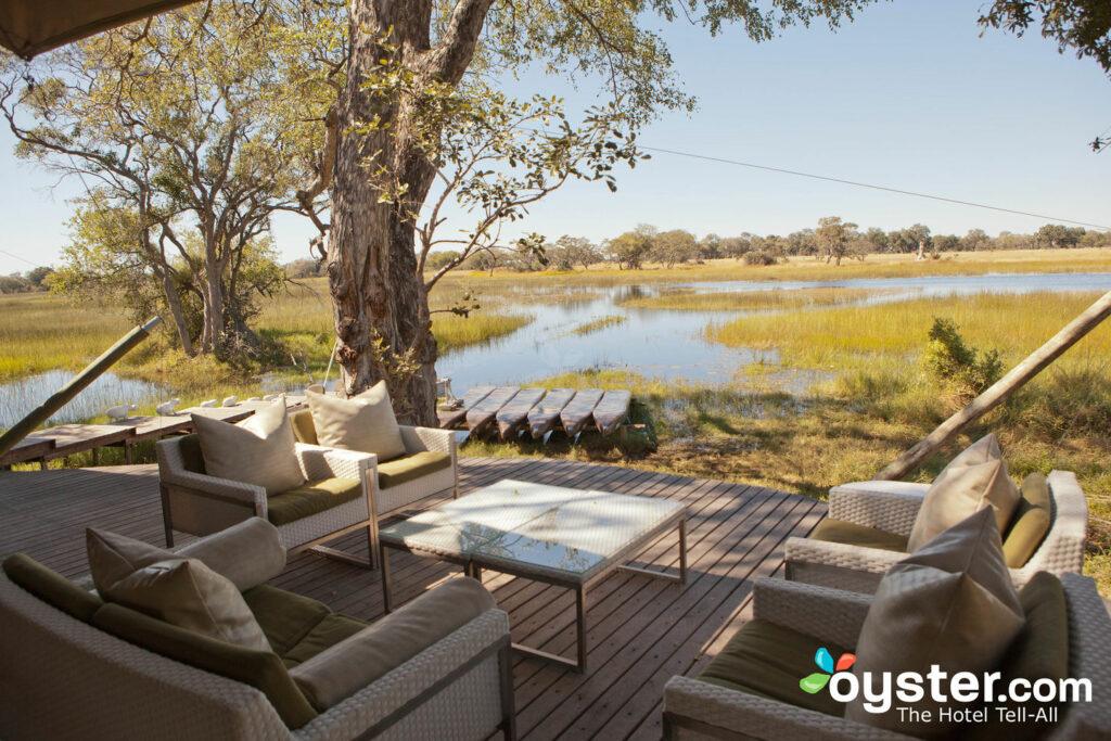 Zone commune à et au-delà du camp du delta de Xaranna Okavango au Botswana