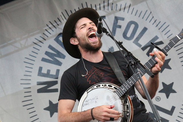 Scott Avett of Avett Brothers playing Newport Folk Festival (Photo credit: Flickr.com/phdubs)