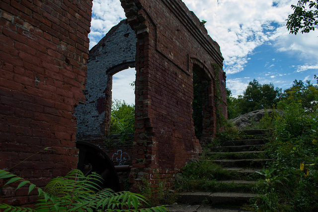 Ruins of the wheelhouse from the old funicular on Mt. Beacon; Photo Credit: Flickr.com/vynsane