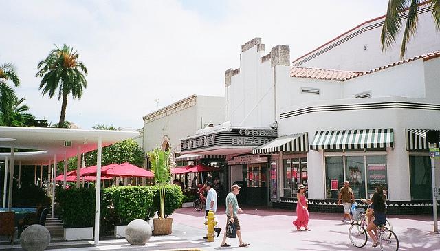 Turismo, arte ~ Lincoln Road Colony Theatre Miami Beach via Flickr por Phillip Pessar