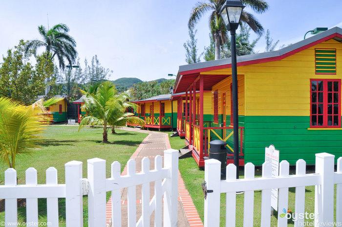 Los niños pueden disfrutar de actividades supervisadas en Anancy Children's Village mientras mamá y papá pasan un tiempo a solas.