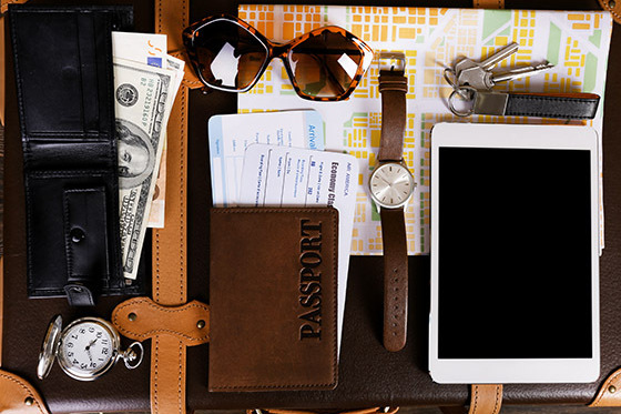Photo: Flat Lay d'articles de voyage via Shutterstock