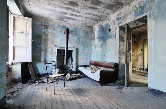 Photo: Bâtiment abandonné via Shutterstock