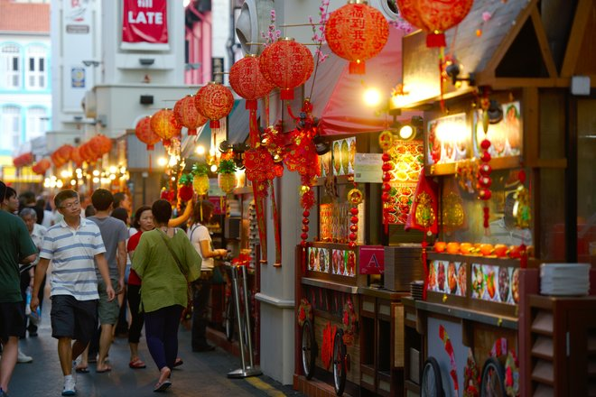 Chinatown hawkers photo courtesy of Nicolas Lannuzel.