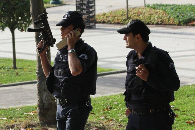 Polizisten in Istanbul; Flickr / Niels van Reijmersdal