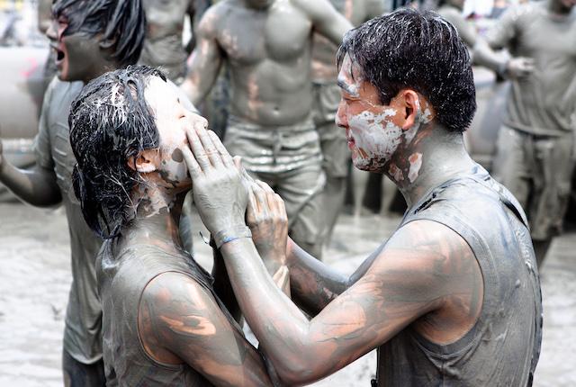 Imagen del festival de barro, cortesía de Flickr / Jirka Matousek