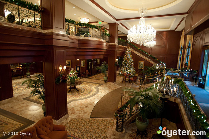 Le lobby Omni à Noël