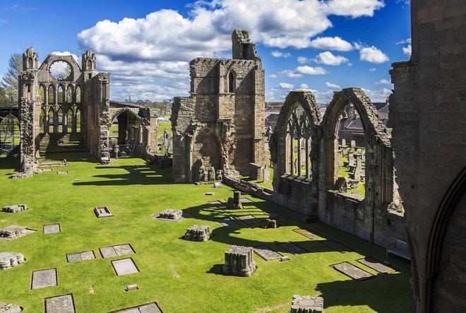 The ruins of Elgin Cathedral. Courtesy of Flickr/Guillén Pérez