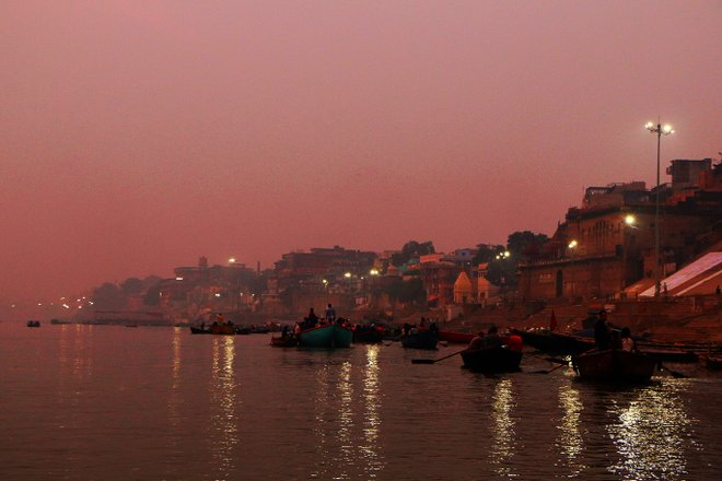 Imagem de Varanasi cortesia de Juan Antonio F. Segal via Flickr