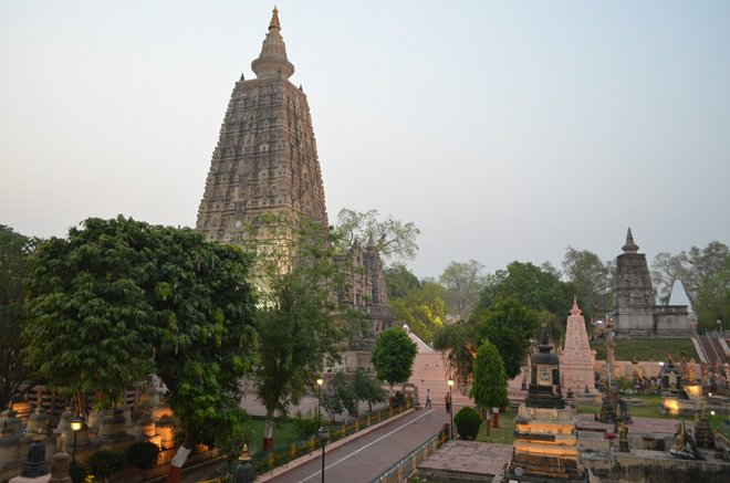 Imagem do templo Mahabodhi cortesia de Matt Stabile via Flickr