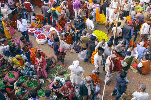 Imagem de rua de Varanasi cortesia de Eddy Milfort via Flickr