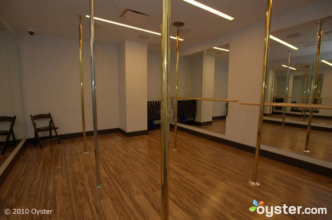 Pole dancing studio dans la tour HRH