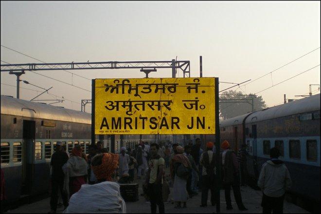 Amritsar Junction Beschilderung; Bild mit freundlicher Genehmigung von Sean Ellis .