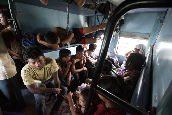 Treni affollati; Immagine per gentile concessione di Sharada Prasad CS via Flickr.