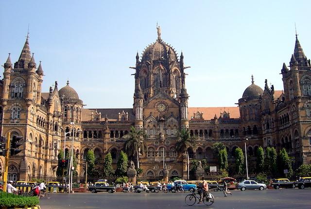 Victoria Terminus (Chhatrapati Shivaji Terminus); Imagem cortesia de Sven Lindner via Flickr.