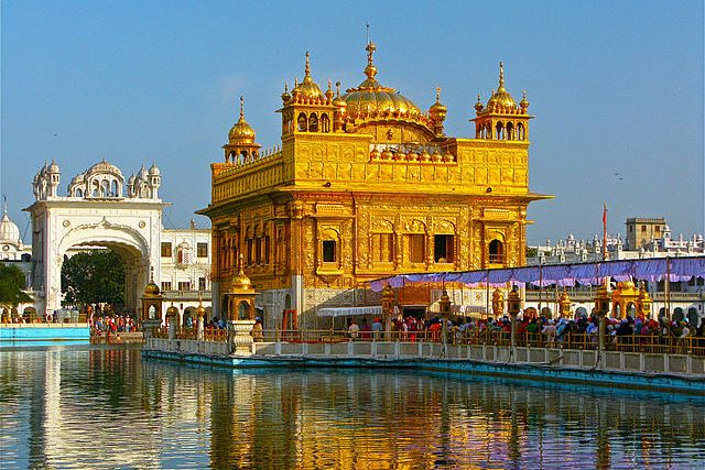 The Golden Temple in Amritsar. Courtesy of Ken Wieland/Wikimedia Commons.