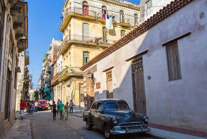 Escena de la calle en La Habana / Oyster