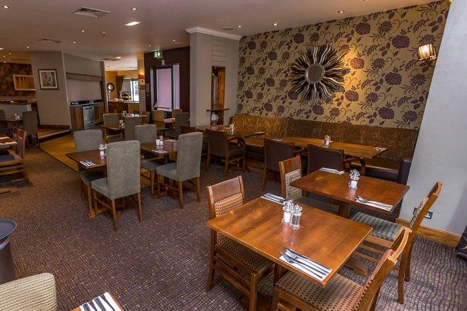 Restaurante Thyme en el Premier Inn London Wembley Park Hotel / Oyster