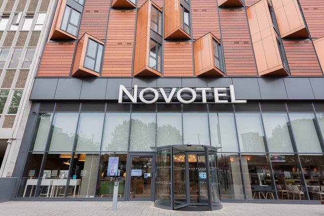 Entrance at the Novotel London Wembley/Oyster