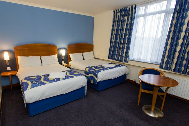 The Twin Room at the Wembley International Hotel/Oyster