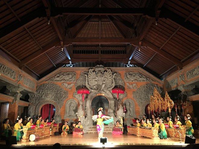 Le gamelan entièrement féminin à Bale Banjar Ubud Kelod; Image reproduite avec l'aimable autorisation de Kyle Valenta