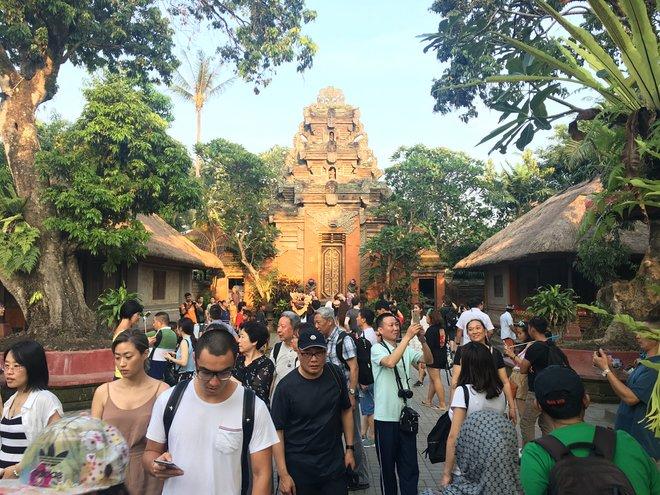 Des foules de touristes à Ubud; Image reproduite avec l'aimable autorisation de Kyle Valenta